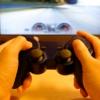 テレビゲームをする人